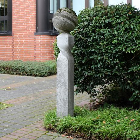 179-stele-mit-kugel.jpg.535655